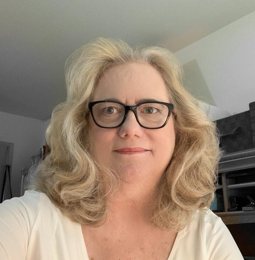 Decluttering School Network Coach Linda Bee